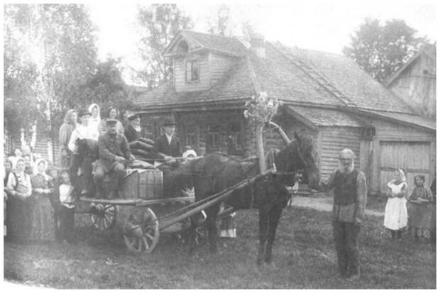 Перевоз приданого невесты в дом жениха. Владимирская губерния, 1914 год Крестьяне, россия, старые фото