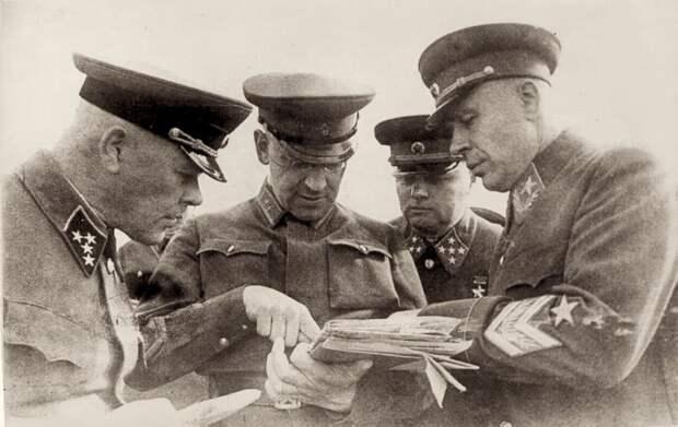 Что Сталин сделал с командующими фронтами после нападения Гитлера