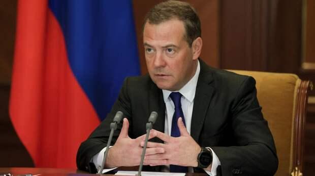 Медведев не нашел оснований у Украины обвинять Медведчука