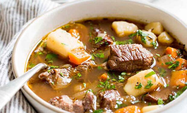 Режем много картошки и добавляем 300 грамм мяса: суп и второе на 3 дня
