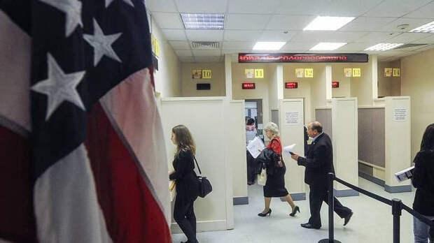 В Кремле оценили решение посольства США не выдавать визы
