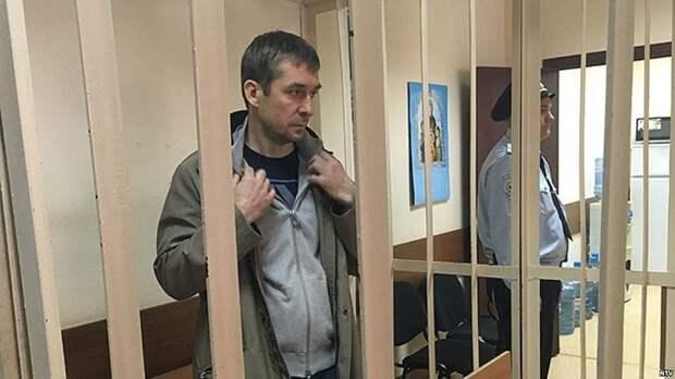 У родственников Захарченко найдены колоссальные валютные суммы в зарубежных банках