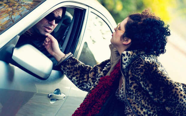 Пассажирка пригласила таксиста на чай и угнала его машину