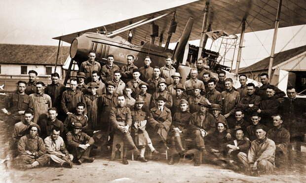 Совместное фото у бомбардировщика Са.5 на аэродроме в Фодже - Янки при дворе короля Виктора Эммануила | Warspot.ru