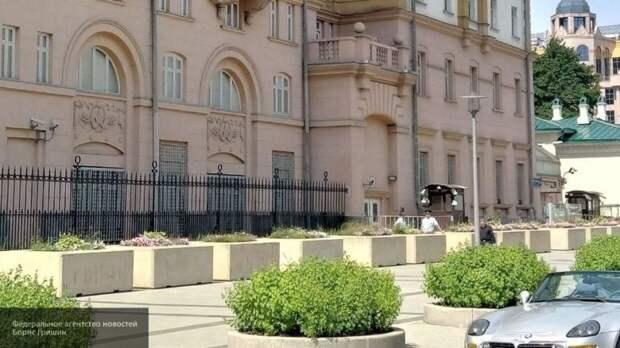 Протаранивший посольство США мужчина пользовался фальшивыми правами