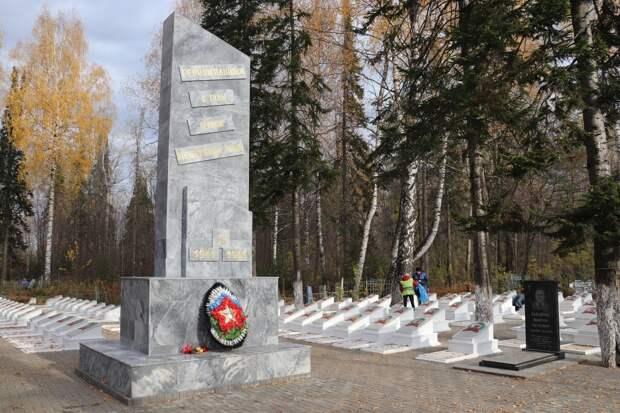 На городском кладбище Сарапула восстановили воинский мемориал