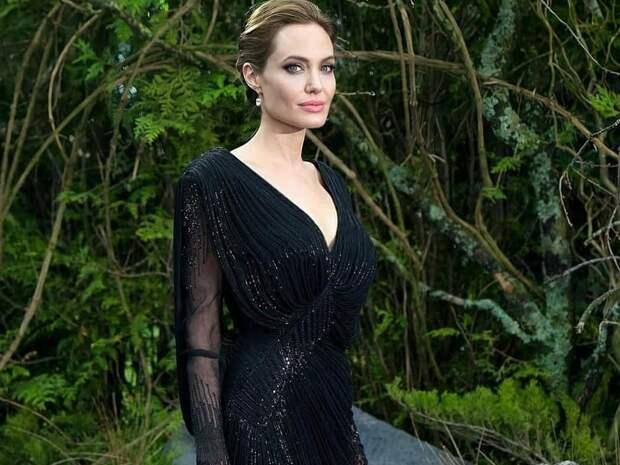 """Анджелина Джоли: """"У всех нас в жизни бывают моменты, когда мы просто чувствуем себя разбитыми"""""""