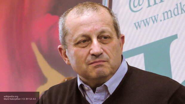 Кедми указал, что Запад своими действиями подталкивает Минск к Москве