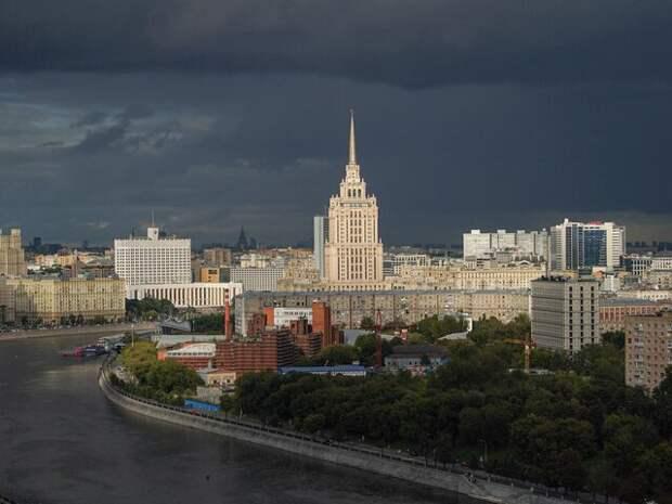 На Москву обрушился ливень с грозой