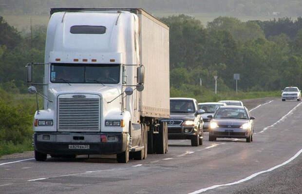 5 основных ошибок, которые совершают водители при обгоне фуры