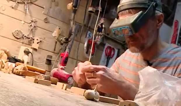 Уральский Папа Карло: житель Нижнего Тагила 25 лет строгает кукол Буратино