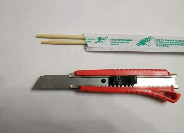 Как очистить слив от волос при помощи палочки для суши, не запачкав руки