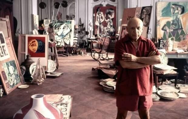 Пабло Пискассо в студии. \ Фото: kaluga-poisk.ru.