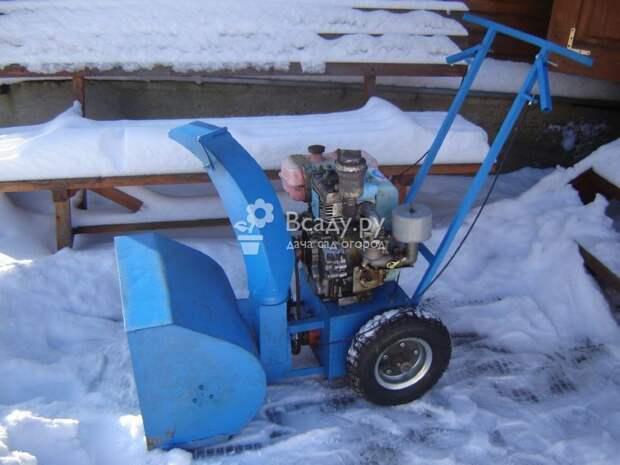 Снегоуборщик с двигателем от бензопилы