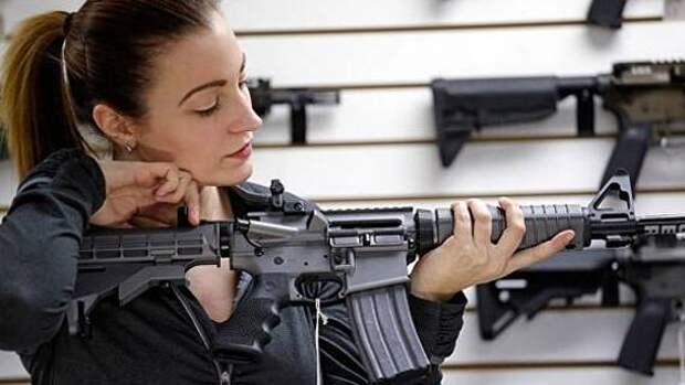 Согласно исследованию, женщины составляют почти половину новых покупателей оружия в США