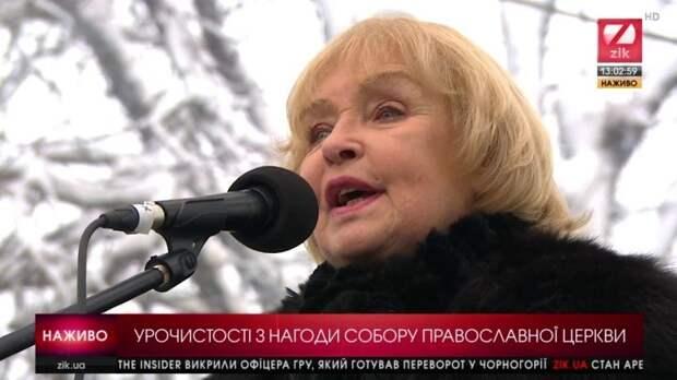 """Ох уж эти перевёртыши - Ада Роговцева на вече: """"Я счастлива, что дожила до этого дня"""""""