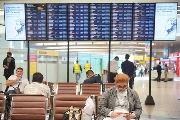 Около 40 рейсов задержали и отменили в московских аэропортах