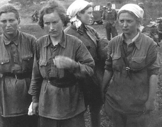 Почему женщины красноармейцы предпочитали умереть в бою чем попасть в плен к фашистам?