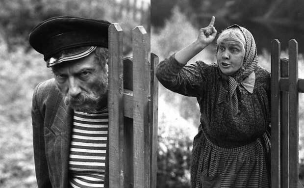Кстати, и Сергею Юрскому было всего 49, когда он изображал в кадре охочего до выпивки и вранья дядь Митю.