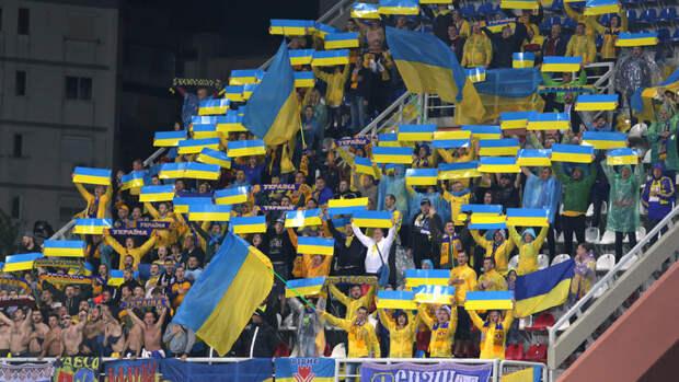 Слоганы «Слава Украине» и «Героям слава» утвердили как официальные футбольные символы Украины