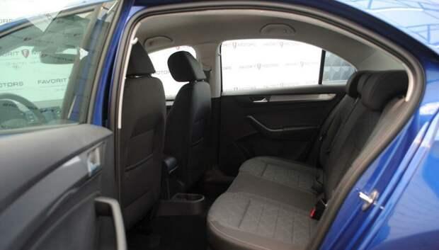 Volkswagen Polo 2021 подробный обзор. Ресурс моторов и коробок. Стоит ли покупать? Сравнение с седаном.