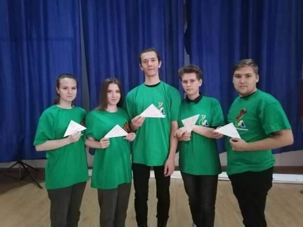 В Уссурийске волонтеры помогают проводить патриотические акции