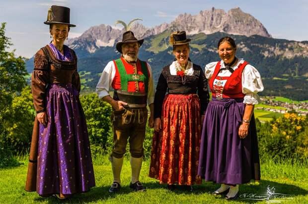 Тирольцы в национальных костюмах