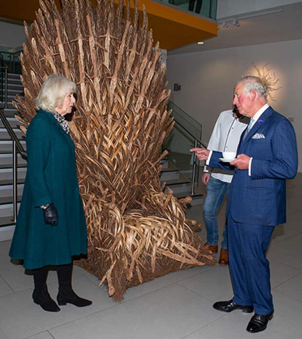 На зависть Кейт и Уильяму: принц Чарльз посетил необычную экспозицию в музее Северной Ирландии