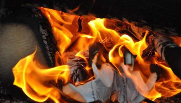 На севере Карелии мужчина пытался сжечь машину сожителя матери
