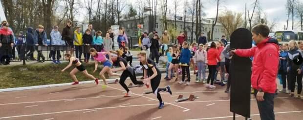 Триколор из шаров в павловском небе: легкоатлетический сезон набирает скорость