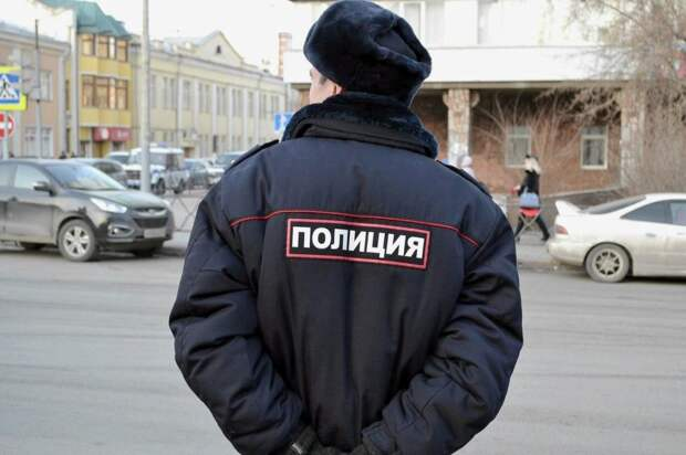Сотрудники полиции потушили пожар в Войковском районе