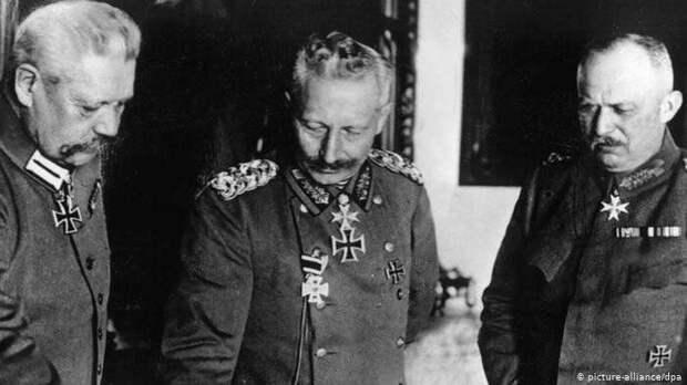 Кайзер Вильгельм II и его генералы. Фото в свободном доступе.