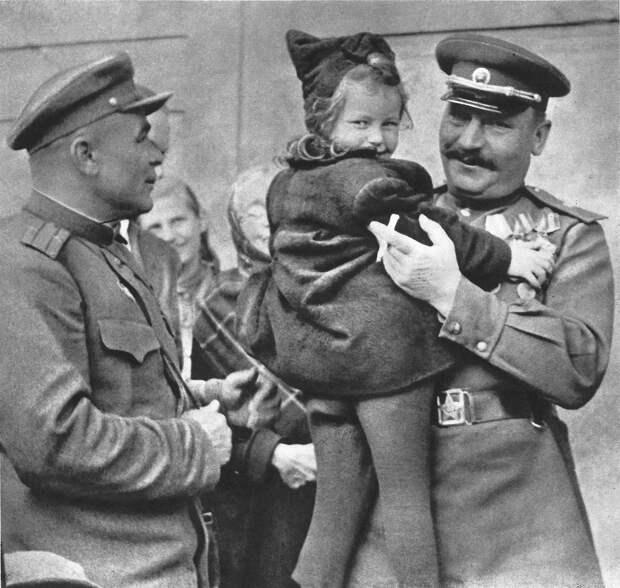 """""""Зверства"""" советских солдат в Чехословакии. Часть 2."""