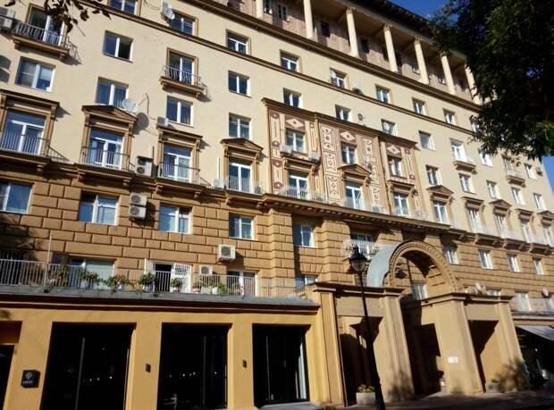 В Москве ищут желающих купить подвал в доме на Малой Никитской