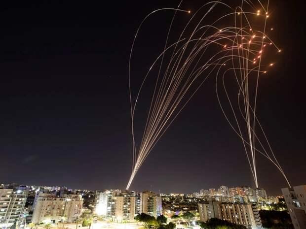 Более 300 человек пострадали за ночь в Израиле и Палестине