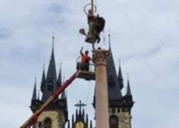 Статуя Девы Марии вернулась на Староместскую площадь в Праге спустя сто лет