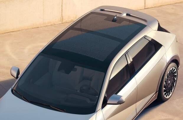 Hyundai представила электромобиль с солнечной крышей и быстрой зарядкой