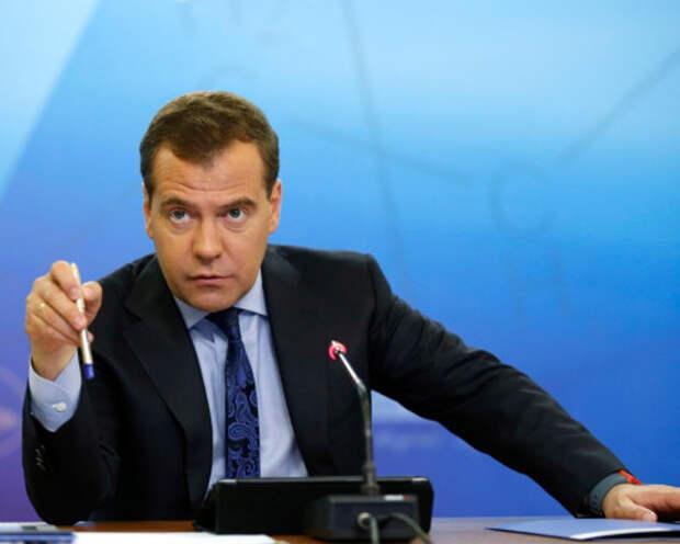 «Политическое слабоумие»: Медведев вступился за Медведчука