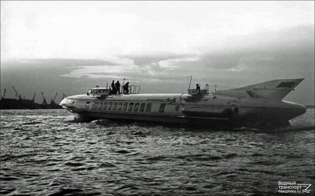 """Проект 1708 """"Буревестник"""" Газотурбоход, расчетная скорость которого 150 км/час."""