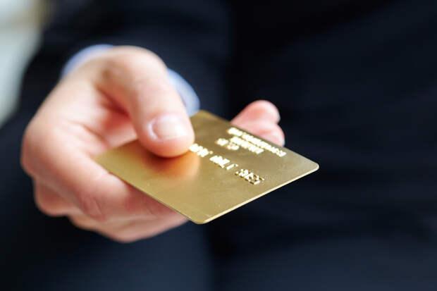 Зачем все банки так активно впаривают нам свою банковскую карту?