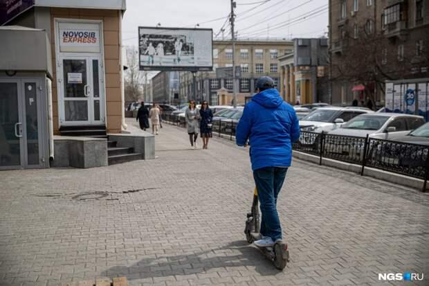 Мэрия хочет ограничить передвижение и парковку самокатов в Новосибирске