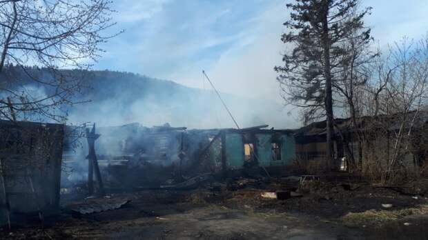 Второй крупный пожар произошел в Бодайбо за день 15 мая – горят жилые дома