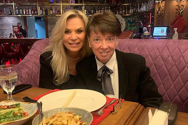 Жена Юдашкина удивила поклонников новым фото с супругом