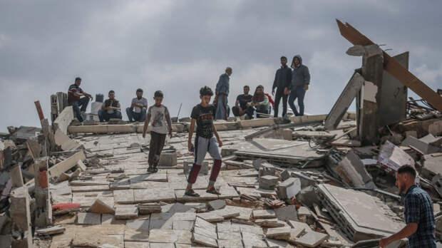 Момент обрушения многоэтажного здания в результате удара ВВС Израиля попал на видео