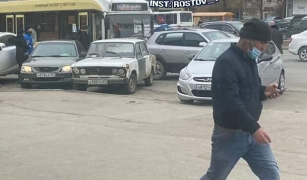 Автохам парализовал движение троллейбусов наКосмонавтов вРостове