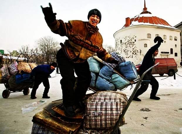«Добро пожаловать, мигранты!» В метро Москвы требуются кассиры, знающие узбекский и таджикский язык. Зарплата от 39 000 рублей в месяц