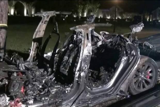 Электромобили Теслы с искусственным интеллектом убили двоих