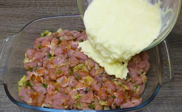 Слоеная курица под сыром и яйцами: сложили все вместе, а остальное делает духовка