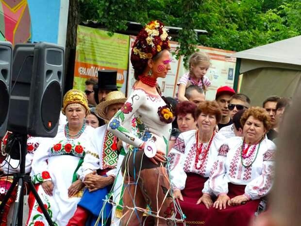 Коренные горожане покидают Украину, а города-миллионники стремительно заполняют хуторяне в вышиванках