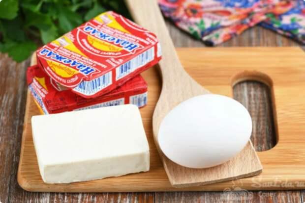 Рецепт вкусного завтрака из плавленного сырка и яйца